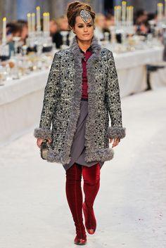 Chanel Pre-Fall 2012 Fashion Show - Yasmin Lebon (ELITE)