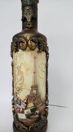 Liquor Bottle Crafts, Wine Bottle Art, Painted Wine Bottles, Glass Bottles, Decoupage Glass, Decoupage Vintage, Antique Bottles, Vintage Bottles, Altered Bottles Tutorial
