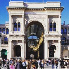 """""""La vedi? L'orgoglio della Galleria.  Il suo essere passeggiata e al tempo stesso salotto. """" #milan #galleriavittorioemanuele #architecturelovers by genovesi_daniela"""