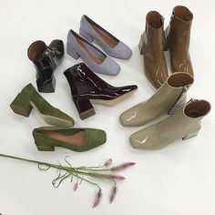 LOQ Villa Pumps and Lazaro Boots - Schuh Aufbewahrung Dr Shoes, Sock Shoes, Cute Shoes, Me Too Shoes, Baby Shoes, Aesthetic Shoes, Aesthetic Clothes, Look Fashion, Fashion Shoes