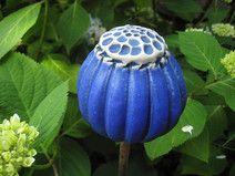 """Gartenschmuck """"SAMENKAPSEL"""", leuchtend blau"""
