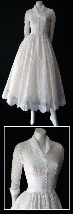 63 Ideas For Moda Vintage Fashion Gowns Vintage Mode, Moda Vintage, Vintage Style, 1950s Style, Vintage Black, Vintage Winter, Vintage Ideas, Vintage Inspired, Vintage Velvet