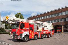 Helsingin kaupungin pelastuslaitos - Helsingin Helsinki ajoneuvo asema kallio kaupungin kesä paloasema paloauto pelastuslaitos rakennus