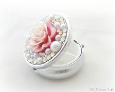 Pink rose pill box kawaii white pearls decoden pill by celdeconail