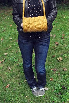 hand muffs . . . I think I can make this with my knitting loom. Think I will try today!