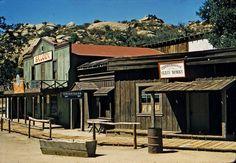 Remembering Lost & Forgotten Roadside Tourist Attractions & Amusement Parks On The West Coast Vintage California, California Travel, Southern California, Futurama, Road Trip Movie, Beachwood Canyon, Newbury Park, Rv Redo, Simi Valley