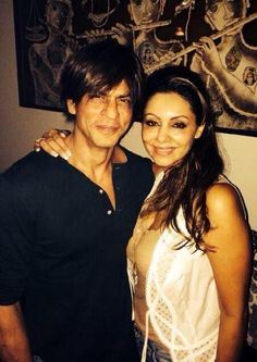 10/08/14 Shahrukh & Gauri Khan in Mannat at Gauri's birthday party.
