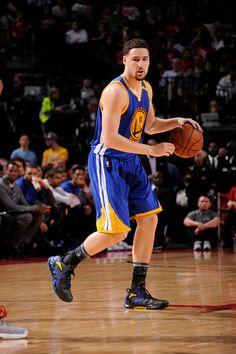 Klay Thompson of the Golden State Warriors handles the ball during a game against the Houston Rockets on January 20 2017 at the Toyota Center in...