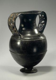 Etruscan bucchero nikosthenic amphora