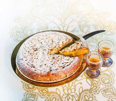 Darauf ein Prosit: Dieser Kuchen bekommt durch den Rum nicht nur seinen besonderen Geschmack, sondern bleibt auch lange frisch.