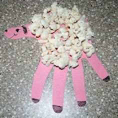 Fun Crafts Toddlers and Preschoolers Will Love: Hand Print Lamb