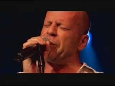 Devil Woman - Bruce Willis This is an AWESOME performance of Bruce Willis, singing Devil Woman at Sin City Premiere. Damn he's a real complete artist. Sound Of Music, Kinds Of Music, Music Love, Rock Music, Dance Music, Bruce Willis, Route 66, Instrumental Rap, Pete Rock