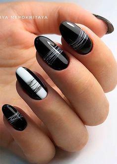 Elegante diseño de uñas negras, ¡realmente me encanta! - Elegante diseño de uñas negras, ¡realmente me encanta! Frensh Nails, Cute Nails, Pretty Nails, Hair And Nails, Nails 2018, Nail Art Hacks, Gel Nail Art, Line Nail Art, Nail Polish