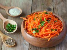 Shredded Carrot Dressing: Recipe for Shredded Carrot Vinaigrette . Raw Food Recipes, New Recipes, Salad Recipes, Healthy Recipes, Salad Sauce, Marinade Sauce, Carrot Salad, Dressing Recipe, Soup And Salad