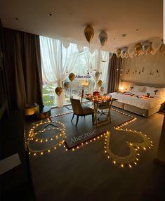 Wedding Night Room Decorations, Romantic Room Decoration, Romantic Bedroom Decor, Birthday Balloon Decorations, Valentine Decorations, Romantic Room Surprise, Romantic Date Night Ideas, Romantic Hotel Rooms, Cute Boyfriend Gifts
