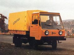 Lorries Although we pay less, but how this is actually a truck? IFA Multicar , then only Multicar , or even Kinderkamion or multikráva , that was a long … Small Trucks, Mini Trucks, East German Car, Bus Coach, East Germany, Zine, Cars And Motorcycles, Jeep, History