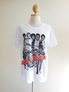 love one direction J'aime une direction! One Direction Fashion, One Direction T Shirts, One Direction Outfits, I Love One Direction, Rock T Shirts, Cool Shirts, Quality T Shirts, 5sos, Shirts For Girls