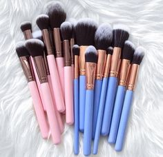 Blue and Pink Brushes | @Mariahrj