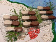 Dvoubarevné jazýčky Party Platters, Christmas Cookies, Xmas Cookies, Christmas Crack, Christmas Biscuits, Christmas Desserts