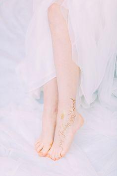 Goldene Kalligraphie und Boho Lässigkeit mit noni federleicht | Hochzeitsblog - The Little Wedding Corner