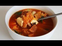 Vídeo : Cómo hacer ésta deliciosa sopa de kimchi, cerdo, y tofu. Especial para invierno de Maangchi