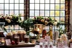 Credits:  Locatie: Slot Assumburg Fotografie: Trouw Trendy Planning & styling: Passionate Weddings Styling & decoratie: Troupe de Luxe Bloemen: Troupe de Luxe