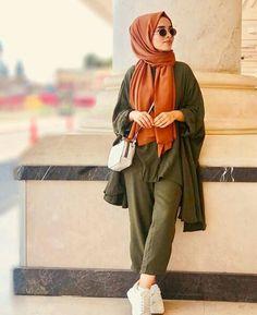Be chic 🍓 hijab outfit ♥️ Street Hijab Fashion, Muslim Fashion, Modest Fashion, Casual Hijab Outfit, Hijab Chic, Muslim Girls, Muslim Women, Muslim Brides, Muslim Couples