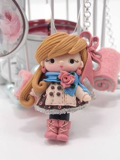píxeles/reminds me of joselyn Polymer Clay Kunst, Cute Polymer Clay, Cute Clay, Polymer Clay Dolls, Polymer Clay Projects, Polymer Clay Charms, Polymer Clay Creations, Clay Crafts, Crea Fimo