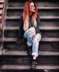Comfy outfit and silky smooth hair 🖤 been treating my hair with the Fusio Dose treatment by and its crazy how you can… Grunge Look, Mode Grunge, Grunge Style, 90s Grunge, Grunge Outfits, Grunge Fashion, Red Weave Hairstyles, Cool Hairstyles, Alternative Mode