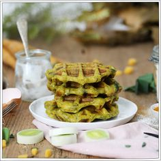 Gaufres aux poireaux - Recette veggie - Gourmandise - Petits Béguins Savory Waffles, Crepes And Waffles, Chorizo, Feta, Chia Pudding, Sweet And Salty, Solution, Brunch, Oatmeal