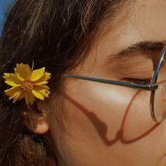 ll yellow flower aesthetic ll Aesthetic Colors, Aesthetic Vintage, Aesthetic Photo, Aesthetic Pictures, Aesthetic Yellow, Photography Aesthetic, Flower Aesthetic, Images Esthétiques, Art Hoe