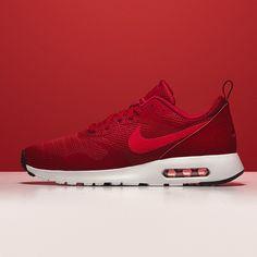 Nike Air Max Tavas SE - Der trendige Schuh bietet eine besonders leichte Dämpfung und ein natürliches Laufgefühl.