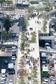 Located in the heart of Seoul, a true plant village has been realised on a former inner city highway in an ever-changing urban area accommodating the biggest variety of Korean plant species and transforming it into a public long park gathering 5 Landscape Plans, Urban Landscape, Landscape Architecture, Landscape Design, Garden Design, Architecture Plan, Landscaping Tips, Garden Landscaping, Landscaping Software