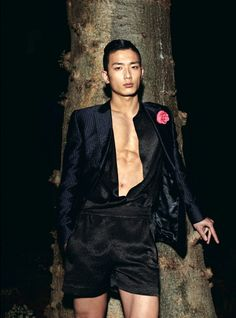 Park Sung Jin - for some weird reason, I kinda like this whole look. The hair, jacket with flower, and even the short pants Asian Male Model, Male Models, Asian Models, Hot Asian Men, Asian Boys, Park Sung Jin, Boy Tattoos, Le Male, Korean Men