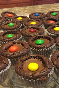 Mar 2020 - Use chocolate brownie mix and miniature peanut butter cups with this easy recipe for a yummy treat that everyone will love! Dessert Dishes, Köstliche Desserts, Dessert Bars, Delicious Desserts, Dessert Recipes, Dessert Food, Peanut Butter Cup Brownies, Peanut Butter Cups, Brownie Recipes