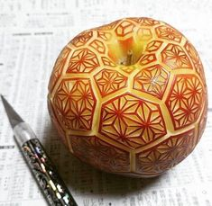 Food artist Gaku has continues to share numerous examples of his inventive approach to food carving called mukimono. Gaku works with little more than an x-acto knife to carve quickly before the fruit or vegetable starts to change color. L'art Du Fruit, Fruit Art, Fruit Food, Edible Food, Dessert Food, Food Food, Satisfying Pictures, Oddly Satisfying, Satisfying Things