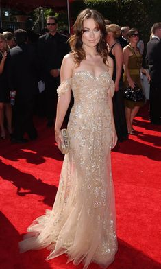 Olivia Wilde 2007 Emmy Awards - Olivia Wilde looked so dreamy in her nude off-the-shoulder Zuhair Murad Couture gown. Olivia Wilde, Gala Dresses, Couture Dresses, Nice Dresses, Wedding Dresses, Celebrity Red Carpet, Celebrity Style, Celebrity Gowns, Red Carpet Gowns