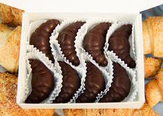 Croissant-infused chocolate caramels! Vegan!