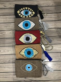 #barthelemyrose#evileye#clutches# Diy Fashion, Fashion Bags, Diy Clutch, Boho Bags, Handmade Bags, Yarn Crafts, Beaded Embroidery, Bag Accessories, Toddler Busy Bags