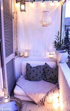 Beautiful and cozy apartment balcony decor ideas (72)