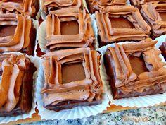 La Boheme Mono Portion Cake – a Romanian dessert - simonacallas Romanian Desserts, Pastry Shop, Cake Decorating, Cookies, Food, Bohemia, Deserts, Cake Ideas, Crack Crackers