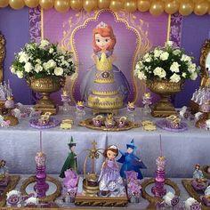 Princesa Sophia, Sofia The First, Snow Globes, Pasta, Disney, Decorating Cakes, Ideas Para Fiestas, Little Princess, First Holy Communion