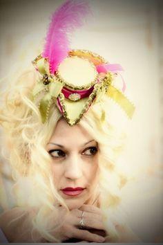 Elegant and charming mini top hat by Christinekidddesigns on Etsy, $75.00 Pillbox Hat, Marie Antoinette, Fascinator, Princess Zelda, Top Hats, Goth Style, Victorian Christmas, Costumes, Elegant