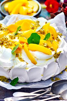 Traditional Aussie Christmas food for your lunch and dinner menu ideas, including Australian desserts like pavlova, plus lamb, seafood, ham and more. Australian Christmas Food, Aussie Christmas, Christmas Lunch, Christmas Desserts, Christmas Recipes, Summer Christmas, Christmas Cooking, Christmas 2019, Christmas Pavlova