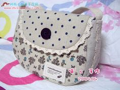 Got an idea: Handmade fabric bag for summer. i of 2 Handbag Tutorial, Diy Handbag, Diy Purse, Handmade Fabric Bags, Handmade Purses, Summer Handbags, Fabric Handbags, Pouch Bag, Pouches