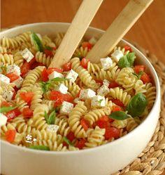 Salade de torti au chèvre frais, tomates et basilic - Ôdélices : Recettes de cuisine faciles et originales !