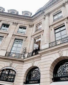 """"""" Affacciati alla finestra amore mio """" ! A different point of view from #PlaceVendome @suite19pr { Ciao Ele chiamami!  } #parishautecouture #Paris"""