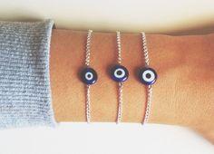 Pulsera cadena fina con piedra ojo turco de cristal de murano.Material: latón plateado.Precio por unidad.