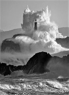 Beautiful World, Beautiful Places, Lighthouse Pictures, All Nature, Ocean Waves, Belle Photo, White Photography, Landscape Photography, Wonders Of The World
