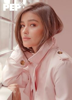 Liza Soberano says her dream was to be a nurse, join the army, or be a lawyer. She never thought of being in the limelight, much less showbiz. Filipina Actress, Filipina Beauty, Enrique Gil, Liza Soberano Photoshoot, Liza Soberano Instagram, Beautiful Celebrities, Gorgeous Women, Lisa Soberano, Philippine Women